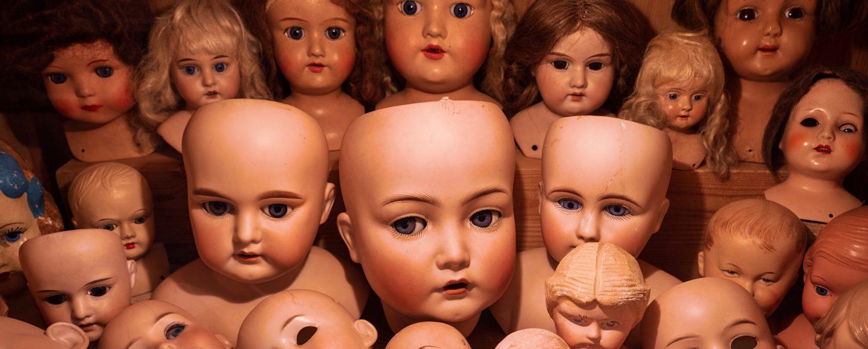 Puppenköpfe in der Werkstatt