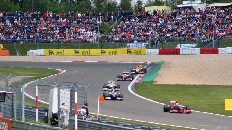 Rennwagen auf dem Nürburgring