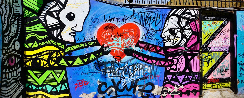 Streetart in Athen, Köpfe mit Herz