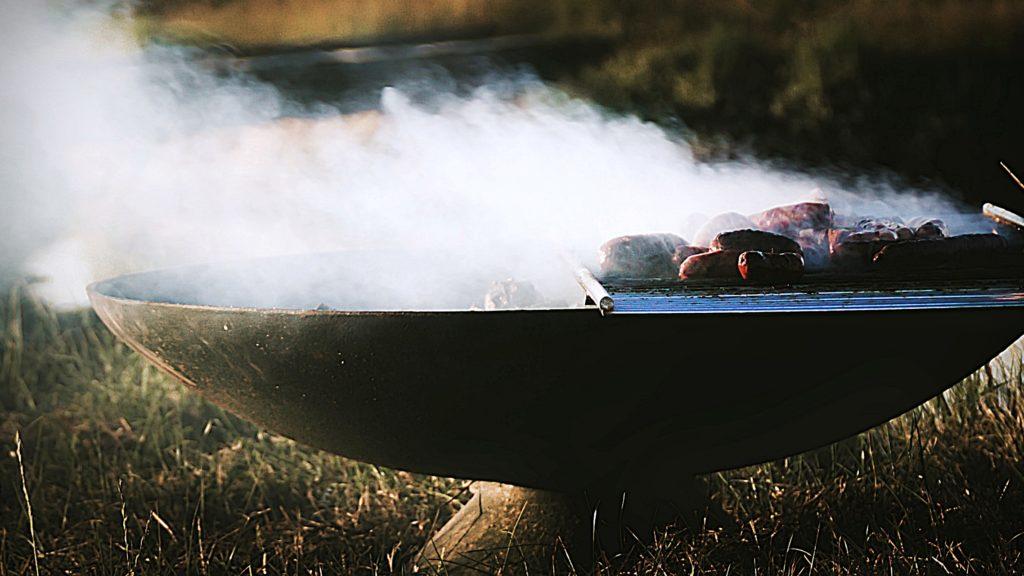 Barbecue Grill Rauch im Freien