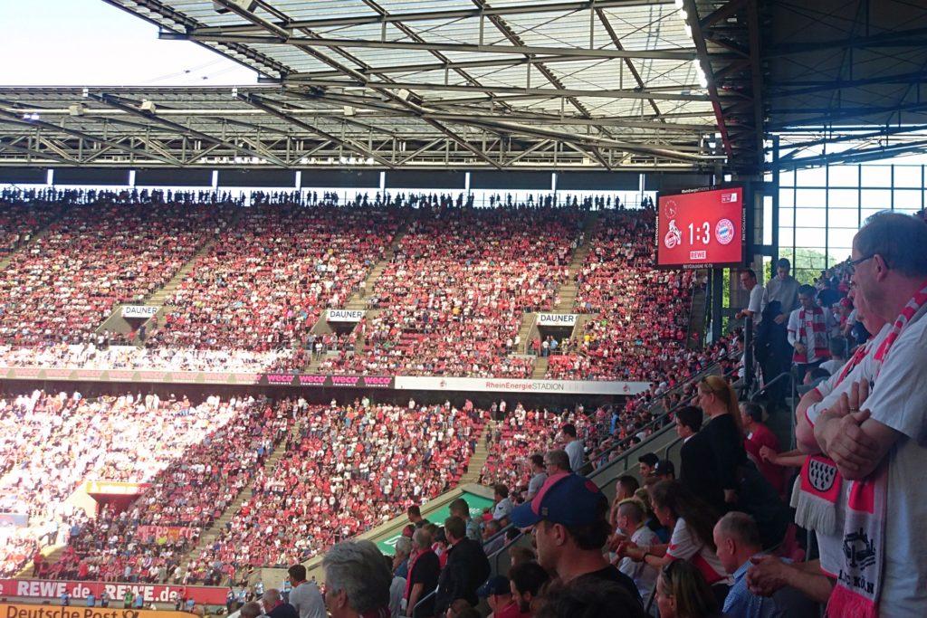 Anzeigetafel Müngersdorfer Stadion FC vs. Bayern München