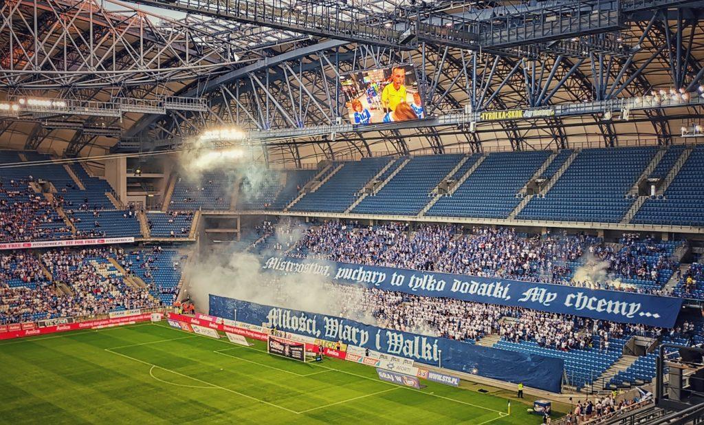 Fans im Stadion von Lech Posen