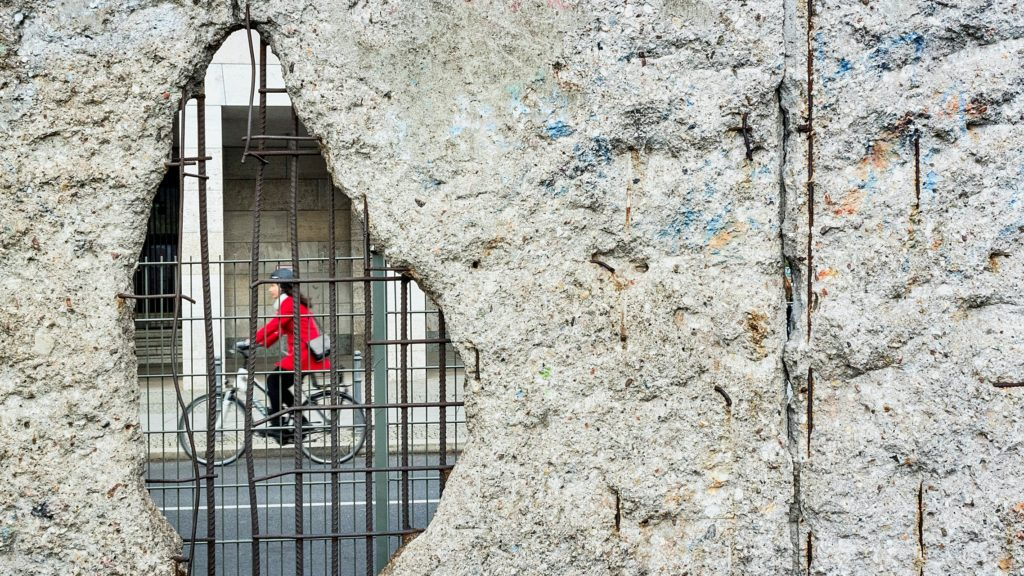 Berlin Mauer Riss Maueröffnung Fahrrad