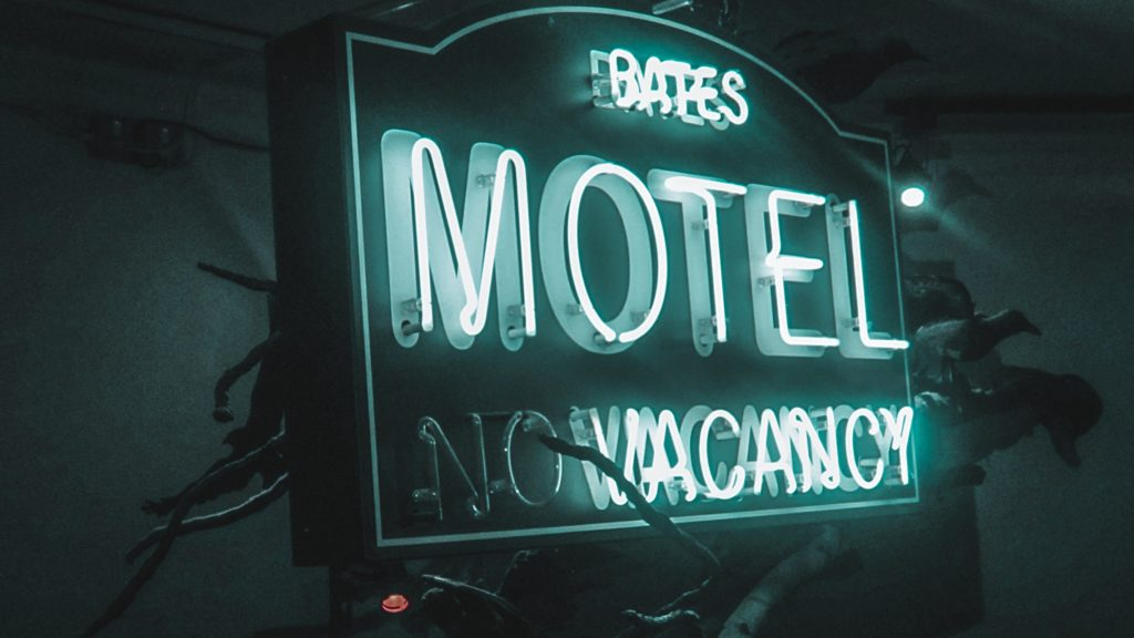 Bates Motel Film Schild Neon